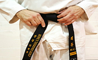 How to tie your Taekwondo belt Step 5 - 1